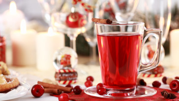 Hot wine cranberry punch for winter and Christmas